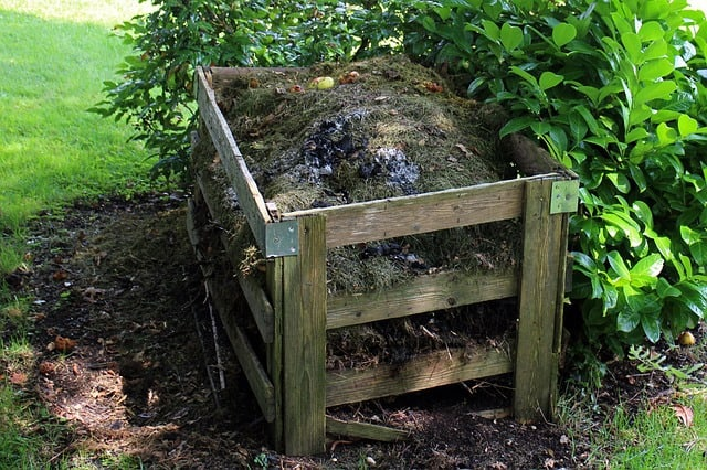 constructing your own garden compost bin