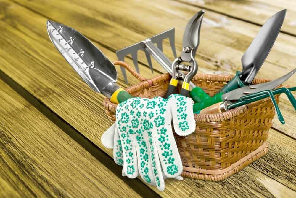 presents for a garden lover: complete garden tools set